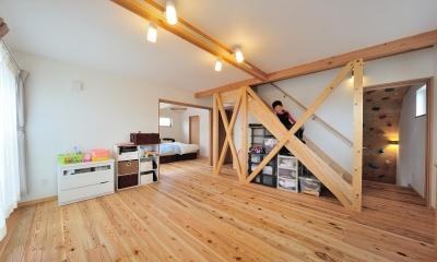 多目的スペース・階段下収納|『フリークライマーズ ハウス』〜子供が成長できる夢の住まい〜