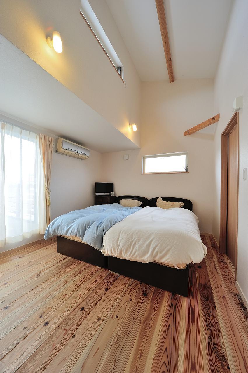 『フリークライマーズ ハウス』〜子供が成長できる夢の住まい〜の部屋 越屋根のあるベッドルーム