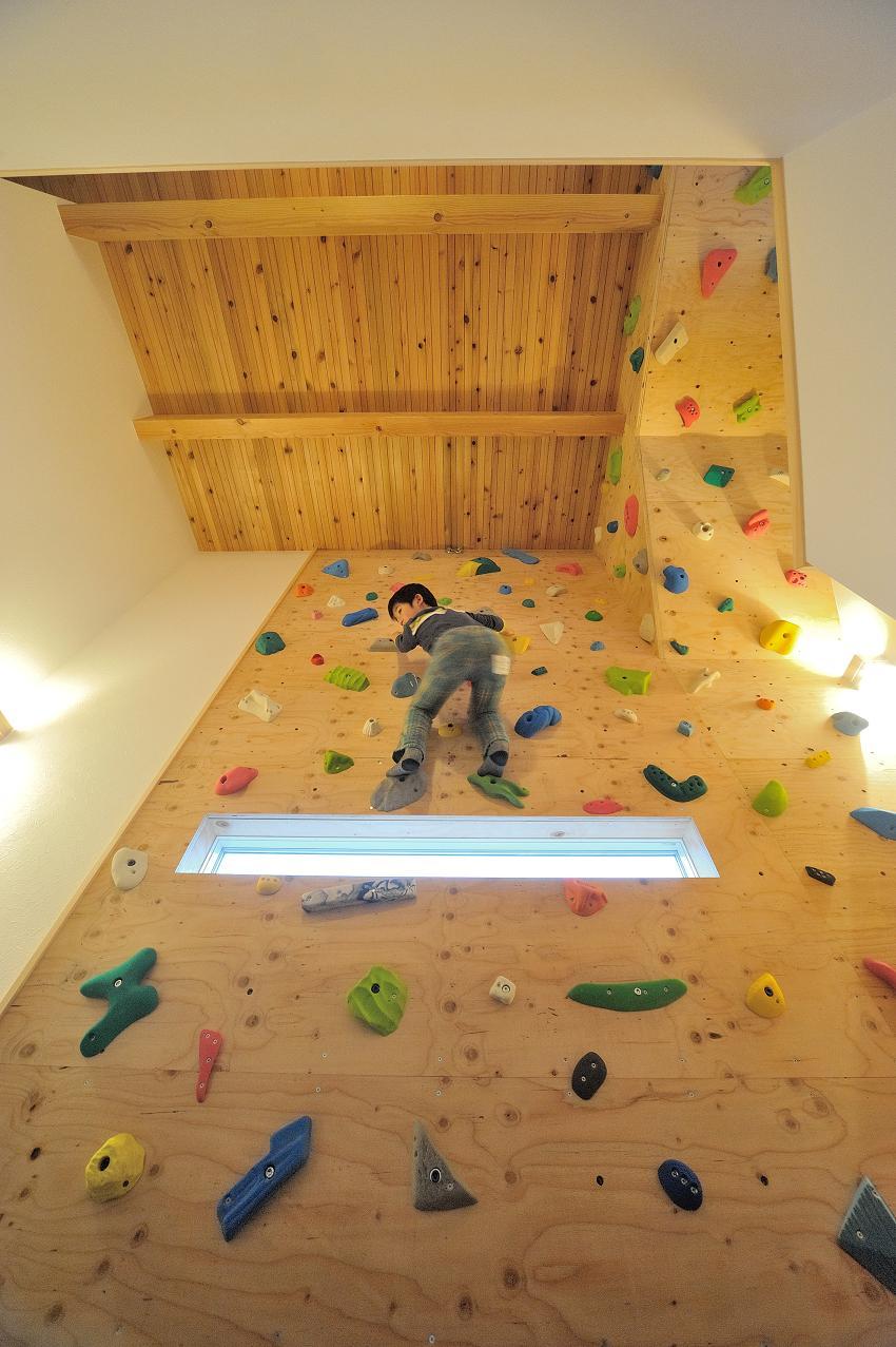 『フリークライマーズ ハウス』〜子供が成長できる夢の住まい〜の部屋 フリークライミングができるホール-2