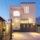 無機質な四角い家-正面外観