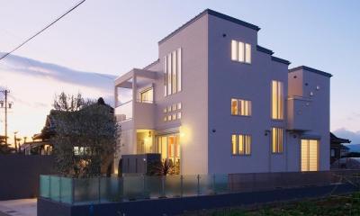 四角が集まった開放的な家|『スクエアハウス』〜大きな吹き抜けのある開放的な住まい〜