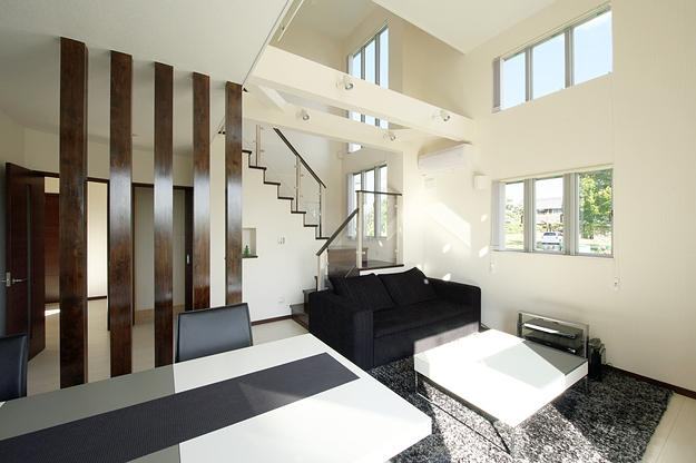 建築家:吉村 紳「『スクエアハウス』〜大きな吹き抜けのある開放的な住まい〜」