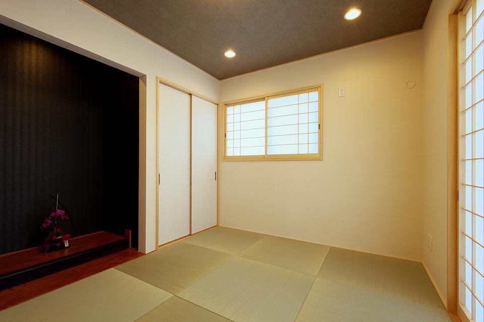 『スクエアハウス』〜大きな吹き抜けのある開放的な住まい〜の部屋 和室