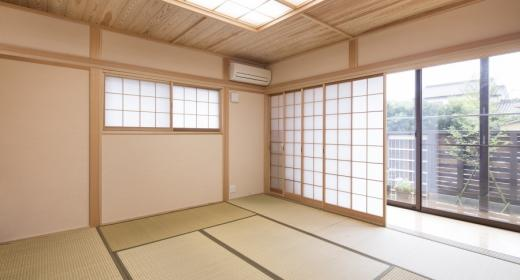 K邸・南北に風が抜ける家の写真 明るい日差しの入る和室