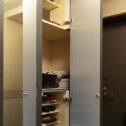 Y邸・自分好みにカスタマイズするマンションリフォーム (玄関収納-open)