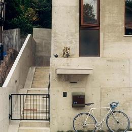 コンクリートの階段アプローチ