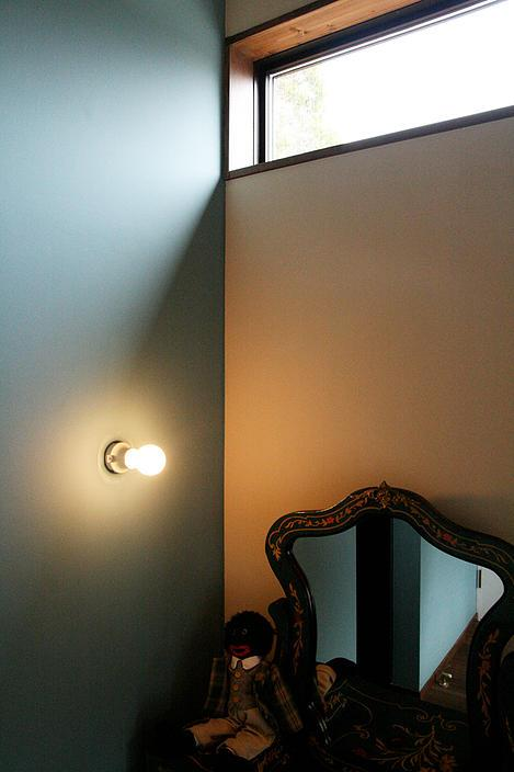 『月が丘の住宅』〜荒々しくも柔らかな佇まいの住宅〜の部屋 ベッドルーム一角
