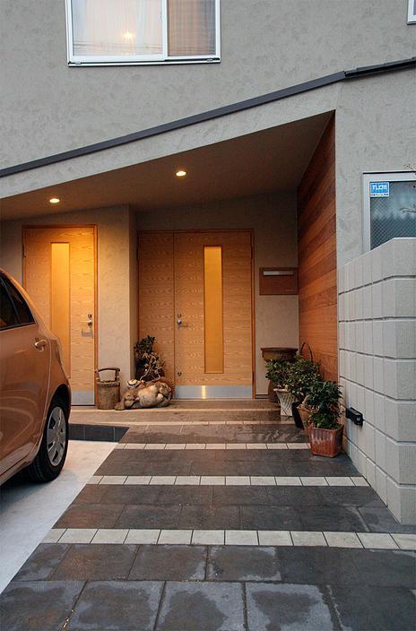 『南加木屋の住宅』〜シルエットの美しい木造2階建住宅〜の部屋 片流れ屋根の玄関ポーチ