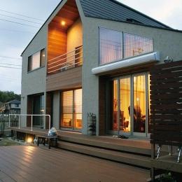 『南加木屋の住宅』〜シルエットの美しい木造2階建住宅〜 (温かな外観・ウッドデッキテラス)
