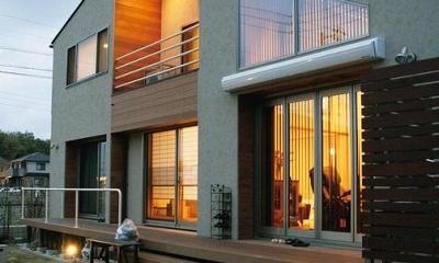 温かな外観・ウッドデッキテラス|『南加木屋の住宅』〜シルエットの美しい木造2階建住宅〜