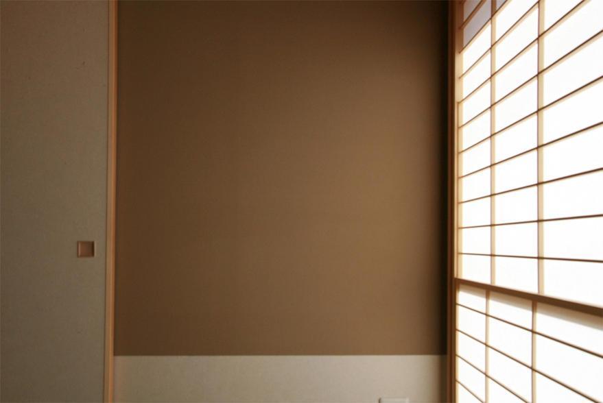 『南加木屋の住宅』〜シルエットの美しい木造2階建住宅〜の部屋 和室・温かみを与える壁