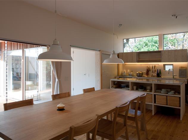 『クラノイエ』〜遊び心あるウッディな家〜の部屋 ナチュラルな可愛らしいダイニングキッチン