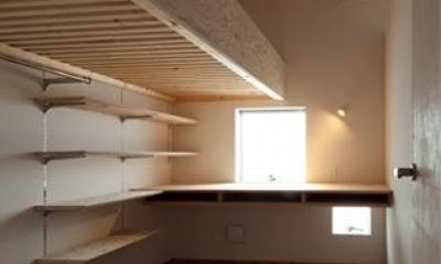『マドノイエ』~たくさんの窓がアクセント!光の集まる戸建リノベ~ (明るいワークスペース)
