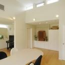 キューブワン・ハウジングの住宅事例「ハイサイドからの光が明るいワンフロアー間取りの住宅」