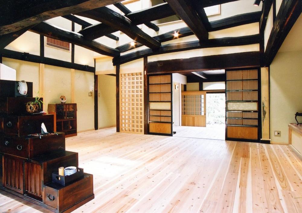 「古民家再生の家」築150年の古民家の再生 (リビング)
