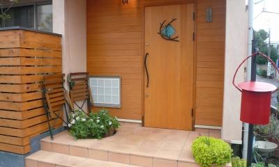 ピアノ室(防音室)のある家 (玄関)