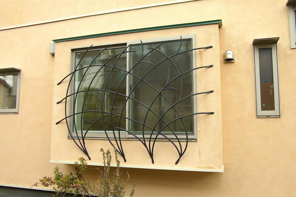 ピアノ室(防音室)のある家 (窓の面格子)