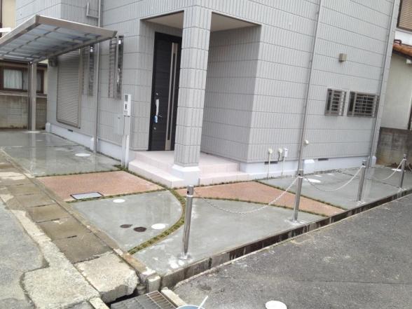 アプローチ施工事例集の部屋 コンクリートと洗い出しの組み合わせアプローチ