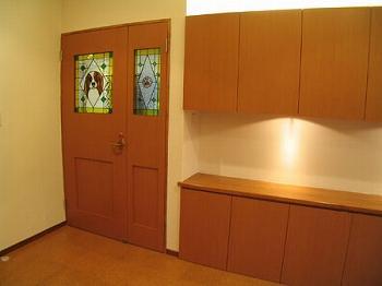 きゃばりあとくらす E HOUSEの部屋 ステンドグラスをはめ込んだ扉