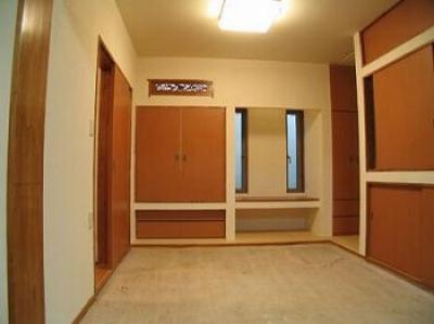 スリット窓のある和室 (きゃばりあとくらす E HOUSE)