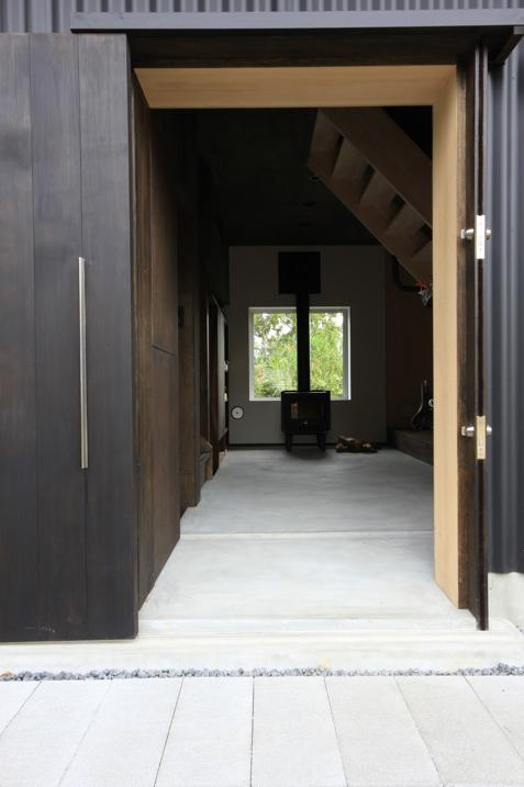 『HDFの家』〜雑木林と語らう家〜の部屋 薪ストーブ・ピクチャーウィンドウを見る