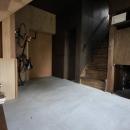 『HDFの家』〜雑木林と語らう家〜の写真 コンクリート仕上げの広々玄関土間