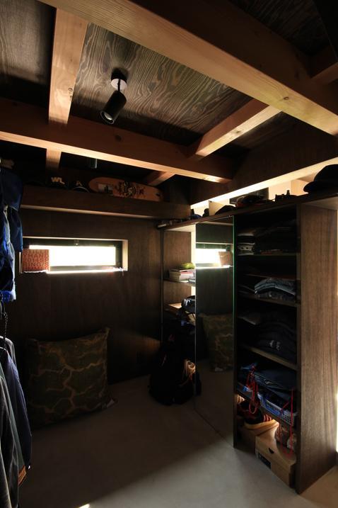 『HDFの家』〜雑木林と語らう家〜の部屋 リビング土間よりつながる趣味部屋・隠れ家
