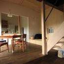 『HDFの家』〜雑木林と語らう家〜の写真 温かなダイニング空間