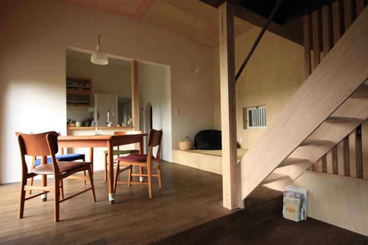 『HDFの家』〜雑木林と語らう家〜の部屋 温かなダイニング空間