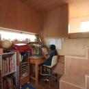『HDFの家』〜雑木林と語らう家〜の写真 ウッディな子供部屋はソラハコ