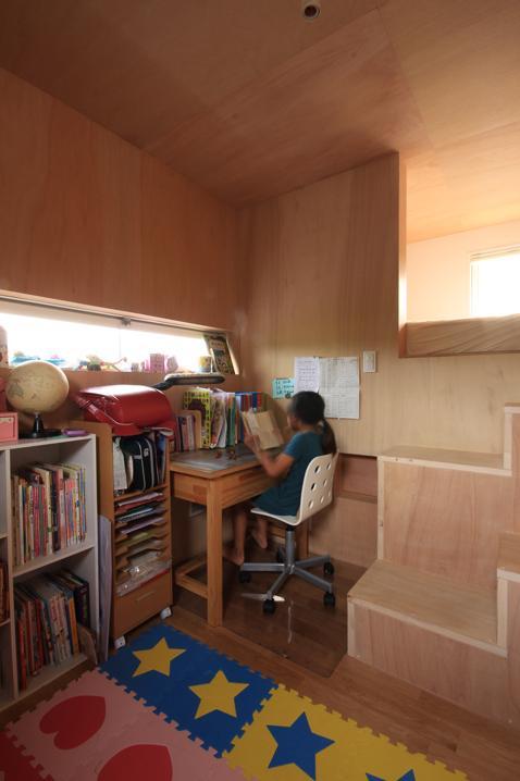『HDFの家』〜雑木林と語らう家〜の部屋 ウッディな子供部屋はソラハコ