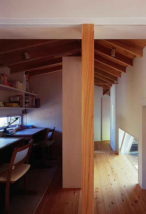 『塩河の家』〜里山の風景と暮らす家〜の部屋 子供達のワークスペース
