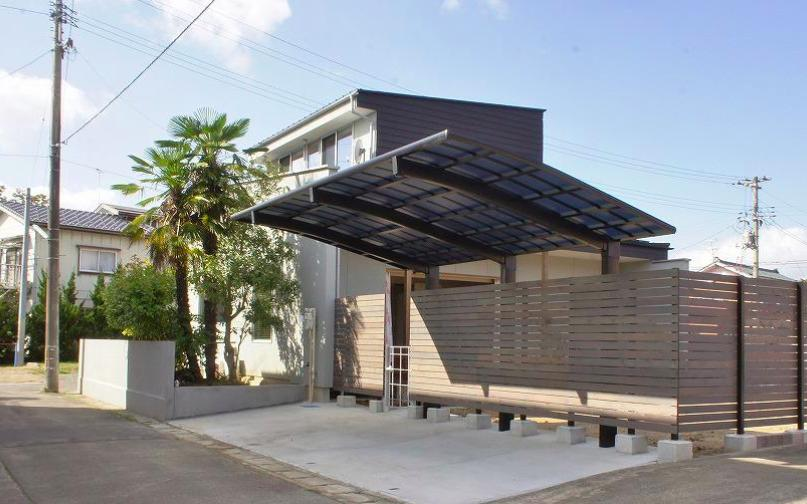 『Danti House』〜光の集まる住まい〜 (雨よけ駐車スペース)