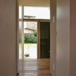 『Danti House』〜光の集まる住まい〜-明るい廊下