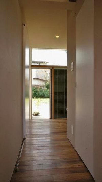 『Danti House』〜光の集まる住まい〜 (明るい廊下)
