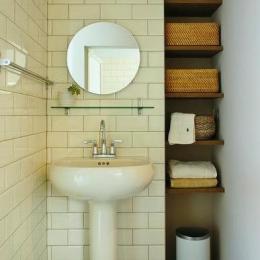 白タイルの洗面スペース