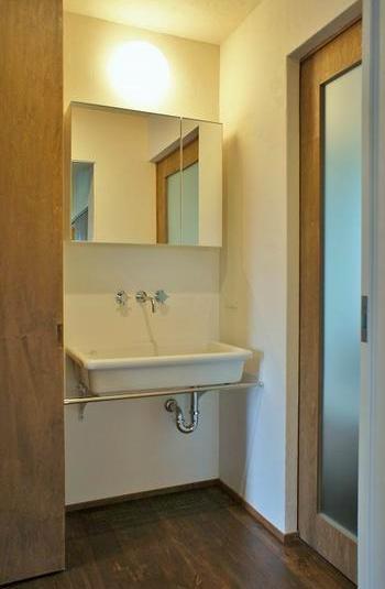 『T-House』〜古材の良さを取り入れた耐震補強リノベ〜の部屋 シンプルな洗面スペース