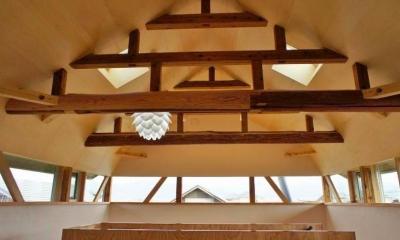 梁がデザインの一部となる天井空間|『T-House』〜古材の良さを取り入れた耐震補強リノベ〜