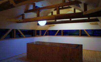 北欧照明がアクセントの2階スペース (『T-House』〜古材の良さを取り入れた耐震補強リノベ〜)