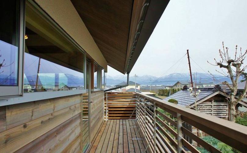 『T-House』〜古材の良さを取り入れた耐震補強リノベ〜の写真 開放的なバルコニー