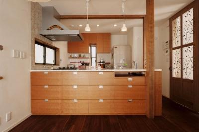 オリジナルのオープンキッチン (S邸・家族の笑顔がつながるオープンキッチン)
