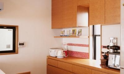 キッチン背面の収納スペース|S邸・家族の笑顔がつながるオープンキッチン