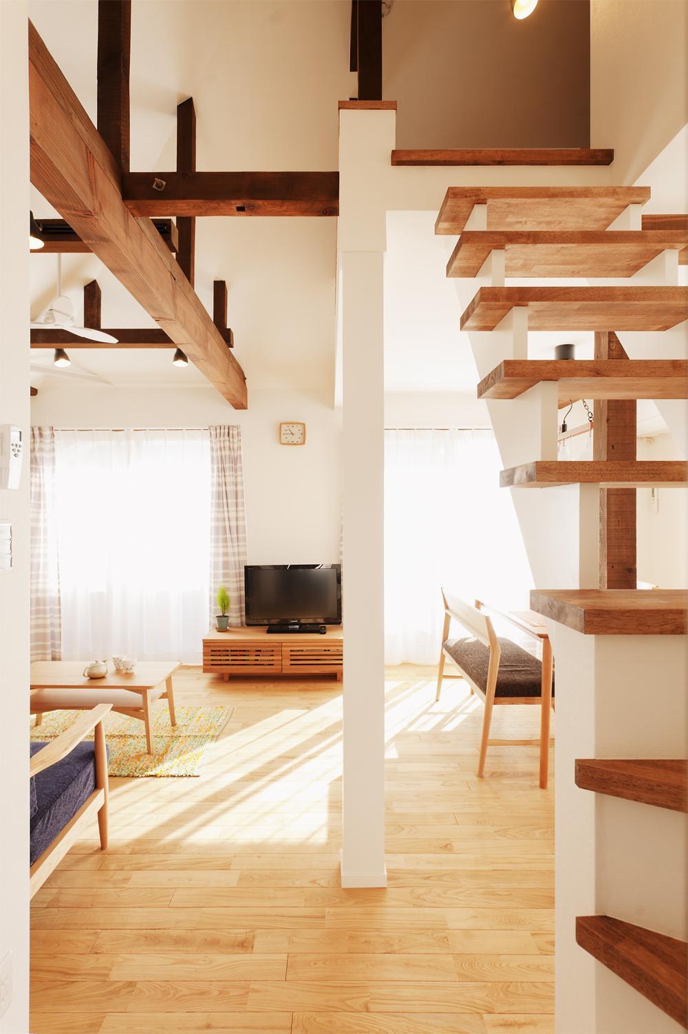 T邸・一番気持ちの良い場所をLDKへの部屋 リビング入口より室内を見る