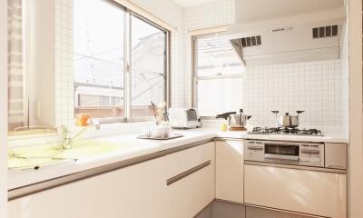T邸・一番気持ちの良い場所をLDKへ (明るい日差しの入る開放的なキッチン)