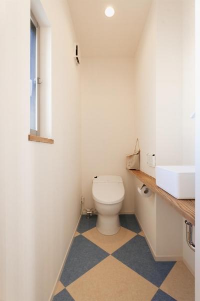2階トイレ (T邸・一番気持ちの良い場所をLDKへ)
