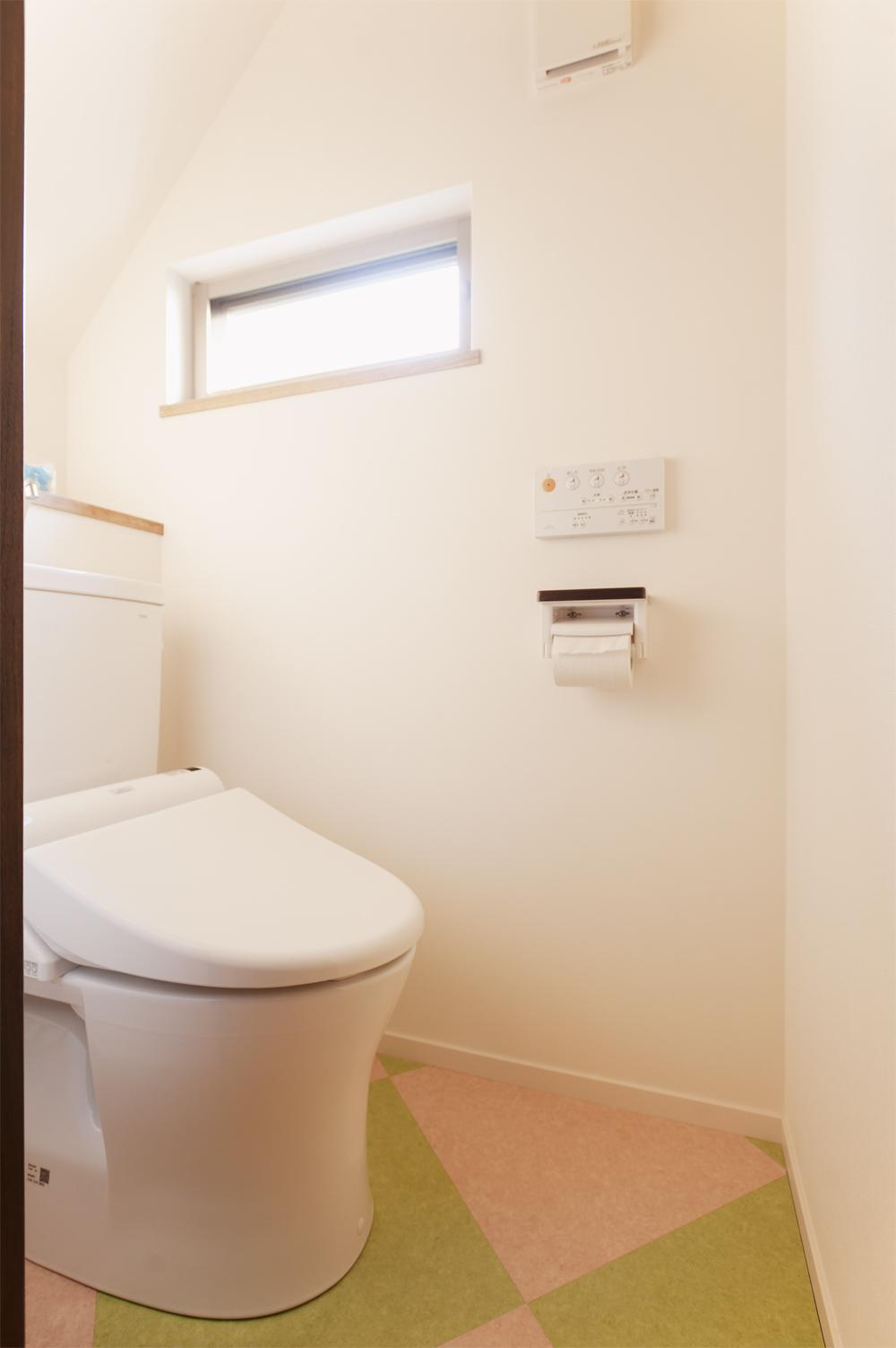 T邸・一番気持ちの良い場所をLDKへの部屋 1階トイレ