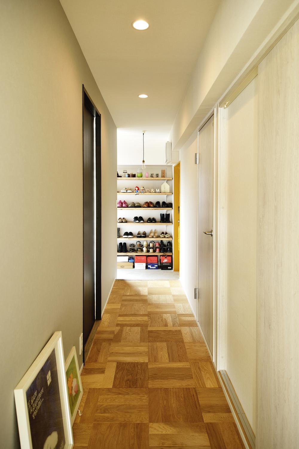K邸・ビンテージマンションを自分色にの部屋 リビング入口より玄関を見る