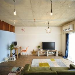 K邸・ビンテージマンションを自分色に-明るいリビングスペース