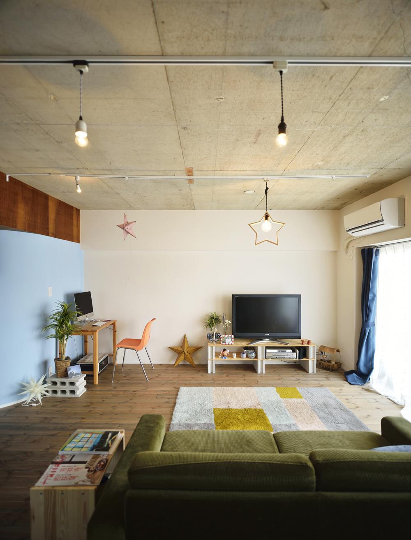 明るいリビングスペース (K邸・ビンテージマンションを自分色に)