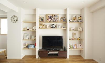 S邸・二人のベビーのために、安心で快適な住まい (TVまわりの造作収納棚)